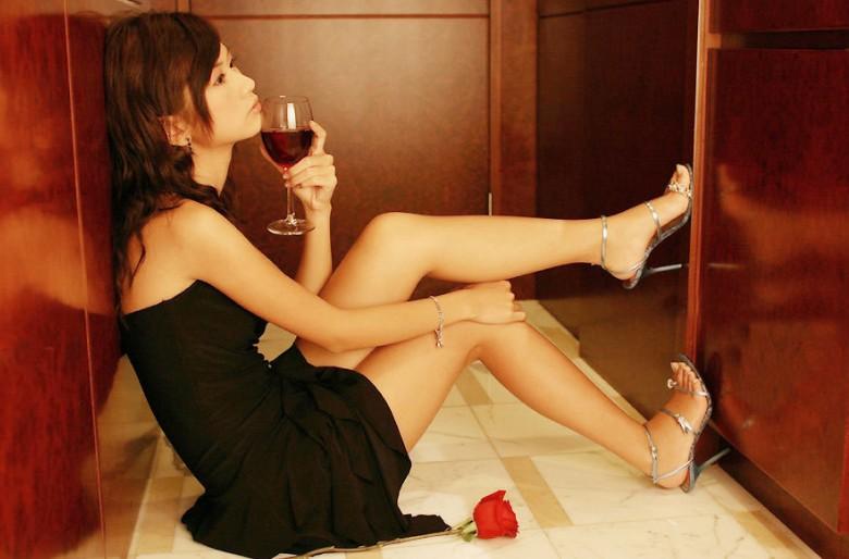 怀孕能吃酸�:lo9.b_怀孕的女性可以喝红酒吗